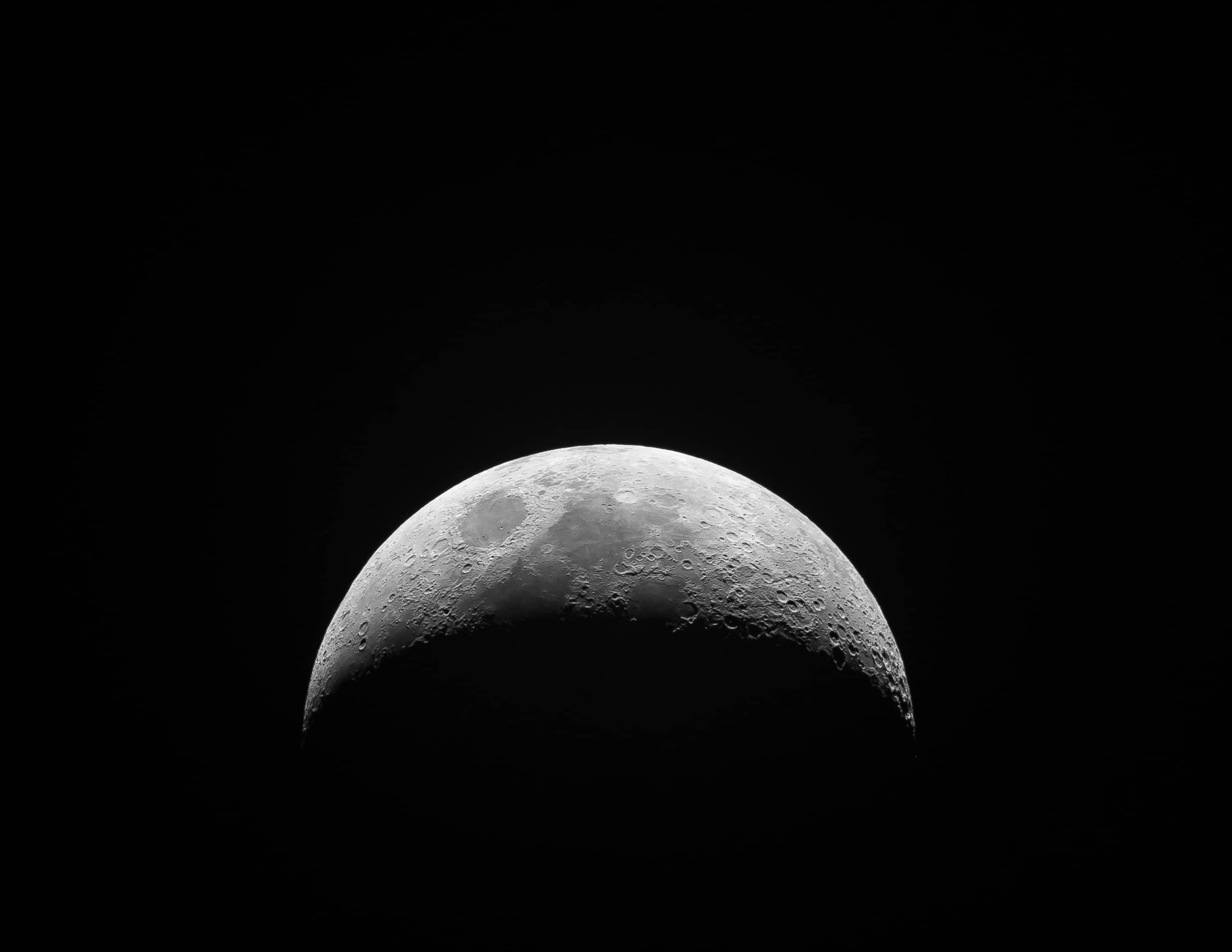 moon close up image