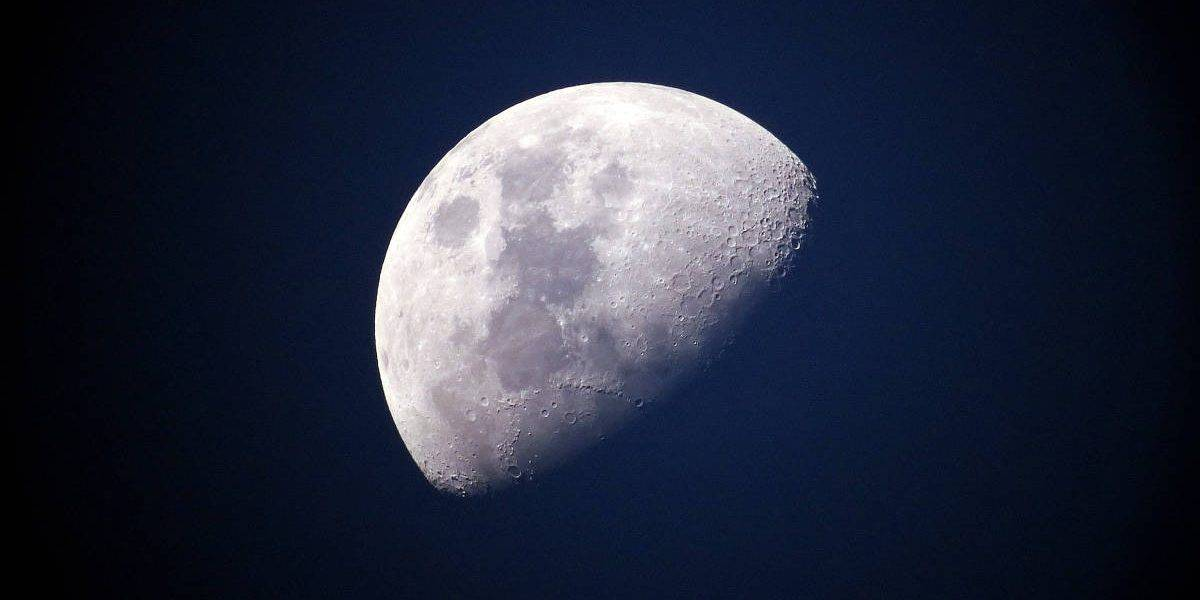 photograph moon feature 1200x628