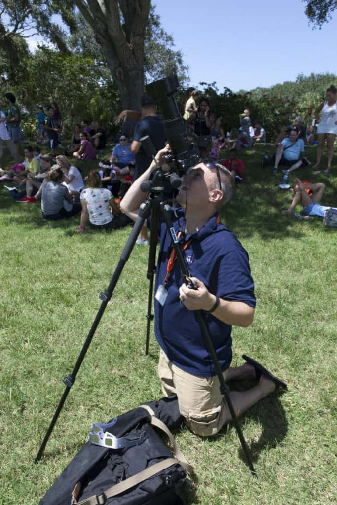 pointing-camera-to-the-sun-during-an-eclipse